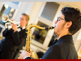 Absolventen-Jazzband SUIT UP!